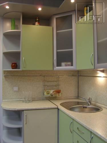 В салатовом цвете интерьер кухни в